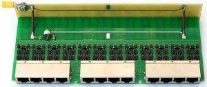 Описание Info-Sys РГ4-12LSAПредназначен для защиты оборудования передачи данных, либо компьютера, использующего среду передачи Ethernet 10/100Base-TX, от опасных напряжений, возникающих в результате атмосферных разрядов (грозы) и индустриальных помех