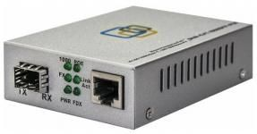 МедиаконвертерSNR-CVT-1000SFP-POE преобразует сигнал из стандарта 10/100/1000-Base-T на сигнал100/1000Base-FX скорость переключается DIPпереключателем, оснащен слотом SFP для оптических трансиверов, выбираемых пользователем, и расширяет сетевое соединение для различных расстояний в зависимости от возможностей SFP трансивера