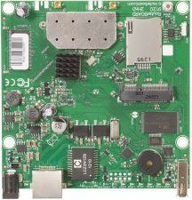 MikroTik RouterBOARD RB912UAG-2HPnD - Материнская плата, 600MHz CPU, 64MB RAM, 1xGigabit Ethernet, onboard 1000mW 2.4GHz wireless, miniPCI-express, USB, SIM slot, RouterOS L4