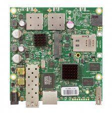 Описание Mikrotik RB922UAGS-5HPacDУниверсальная высокопроизводительная материнская плата. Может использоваться в качестве центрального устройства ЛВС. Один порт miniPCIe, порт Gigabit Ethernet и разъём SFP позволяют создавать сети различной сложности, а мощный процессор Atheros Scorpion и современная операционная система Mirktoik RouterOSLevel 4позволяют ей надежно функционировать при любой пользовательской нагрузке
