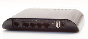 Описание Ubiquiti AirRouter AirRouter является многоцелевым маршрутизатором, ориентированным на использование в SOHO сетях. Роутер может как являться центральным компонентом сети (в режиме точки доступа),так и служитьдля расширения существующей Wi-Fi сети (в режиме WDS)